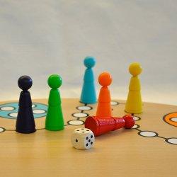 UND TSCHÜSS - Brettspiel für 6 Personen